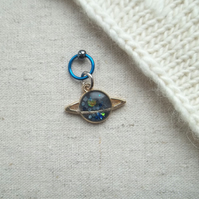 Planet stitch marker for knitting or crochet