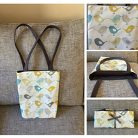 Sweet little bird print tote bag