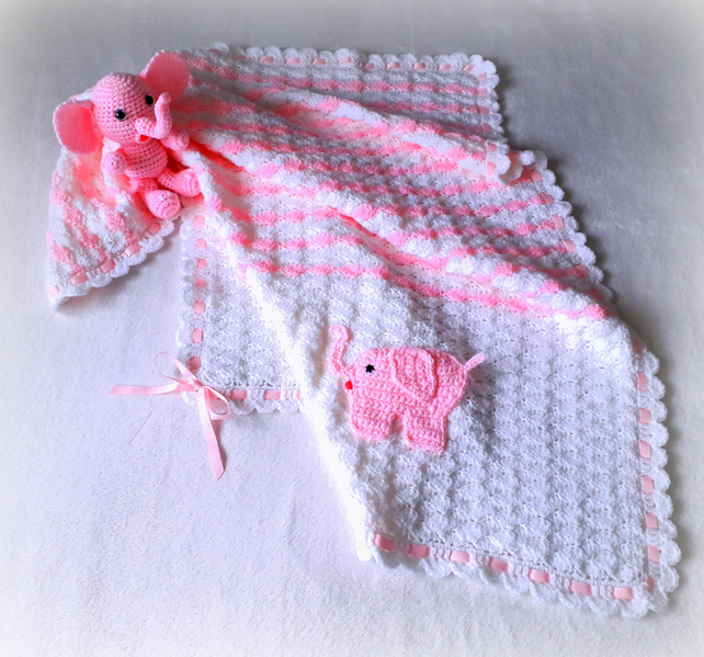 Crochet blanket for baby with an elephant applique