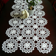 Crochet table runner - flower pattern