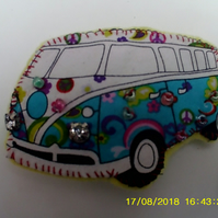 FELT & FABRIC CAMPER VAN BROOCH VW GLITTERY LIGHTS & BEAD DECORATION