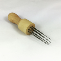 Wooden Needle Holder (8 Needles included)