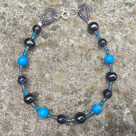 Blue howlite & crackle glass bead bracelet