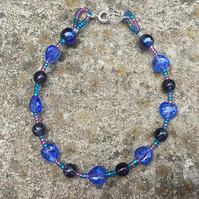 Blue & teal glass heart-shaped bead bracelet