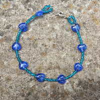 Blue & teal glass heart-shaped crackle bead bracelet