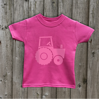 TRACTOR   Kids T shirts in 7 colours  Age 1 to 6 yrs