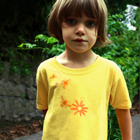 BEES AND FLOWER Kids T shirt