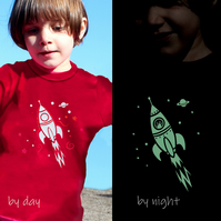 ALIEN IN ROCKET Glow in the dark t shirt