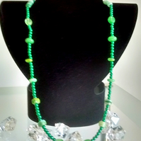 Dainty emerald green colour beaded necklace