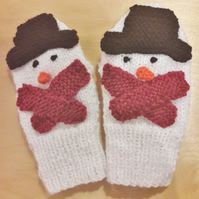 Children's novelty knitted snowman mittens