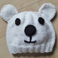 Baby's novelty knitted polar bear hat