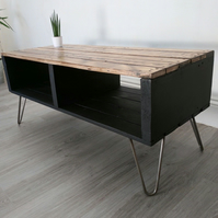 Retro Reclaimed Pallet Coffee Table TURVAS in Black with Vintage Hairpin Legs