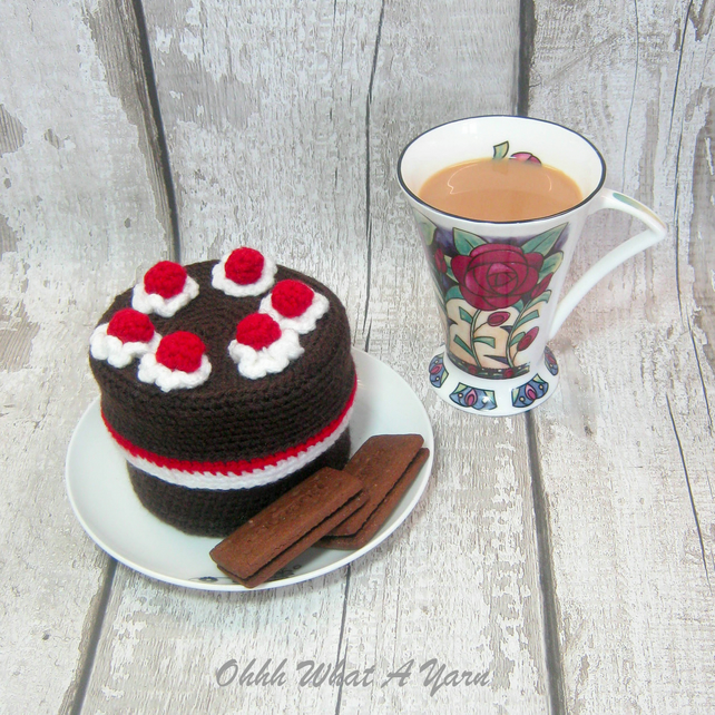 Crochet chocolate cake, gateau trinket box.