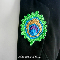 Crochet peacock feather brooch, peacock badge, peacock pin.