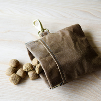 handy Dog treat pouch perfect for puppy training , easy open and close