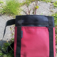 Hip bag with 7 pockets and adjustable strap