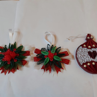 2 sets of Christmas decorations