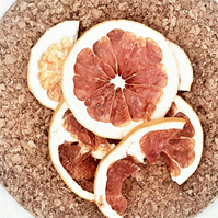 25g Dehydrated dried pink grapefruit slices.