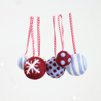 Christmas Baubles Needle Felting Kit - Berry & Blue