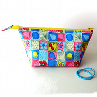 Bright, wide-zipped pouch, small make-up bag, with flowers and fruits