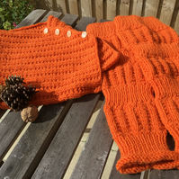 Knitted cowl and arm warmers, vintage style