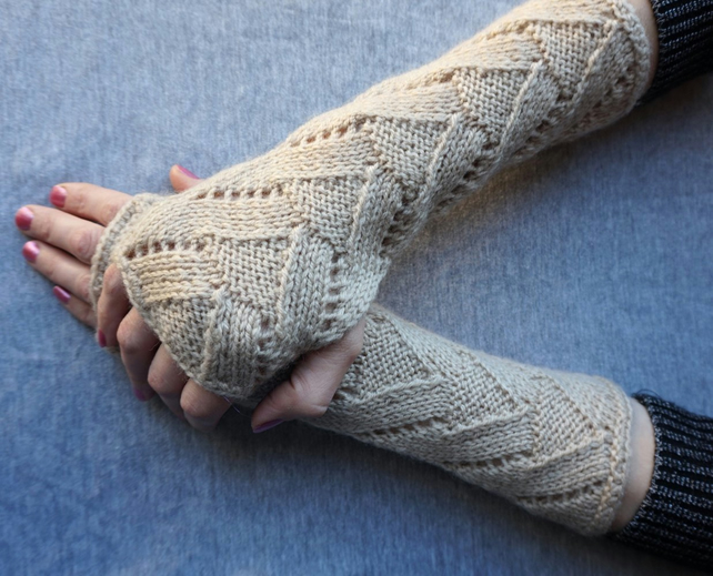 Handmade wool acrylic wrist warmers fancy pattern knit fingerless driving gloves