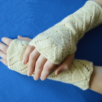 Handmade wool woollen wrist warmers fancy pattern knit fingerless driving gloves