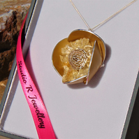Large Gold Alu-Flower Necklace with Citrine