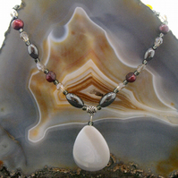 Hematite, Agate, Pearl pendant necklace  ms619