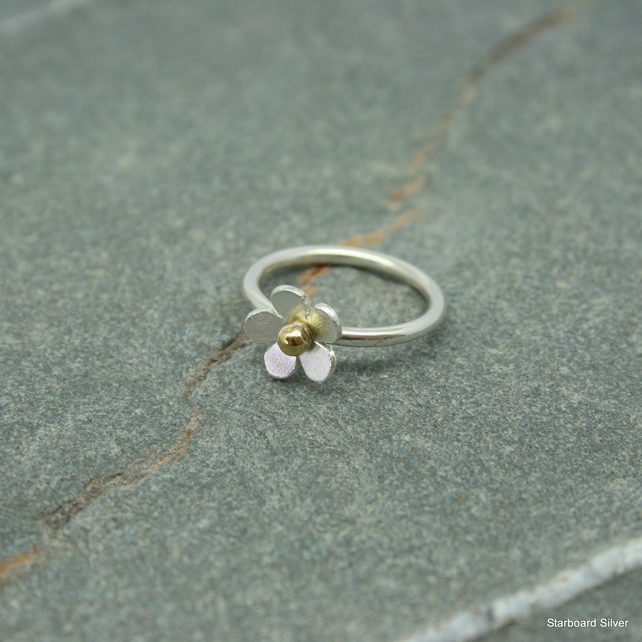 Sterling silver daisy ring with brass bead centre
