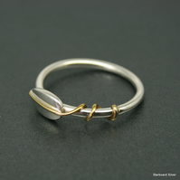 Silver leaf ring with brass detail