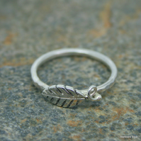 Single leaf ring in sterling silver