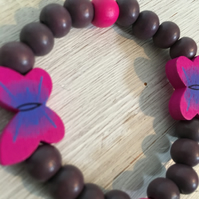 Butterfly bracelet in purple and butterfly beads