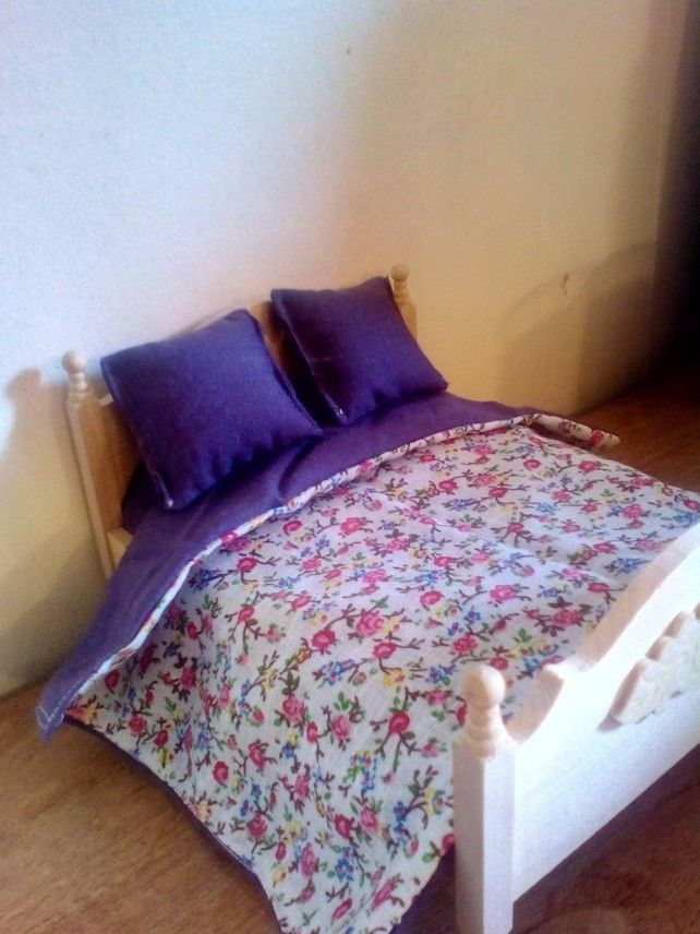 Dolls house bedding - purple ditsy print to fit 1:12 scale