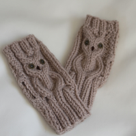 Owl design wrist warmers