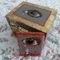 "Textile Art  hand embroidered ""Lovers Eye"" Brooch in a hand painted box"