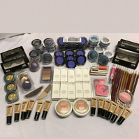 JOBLOT OF MAKE UP x200 items
