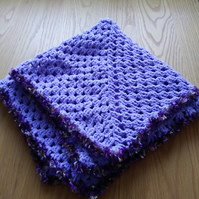 Lavender granny square fleece effect lap knee comfort blanket with feather edge