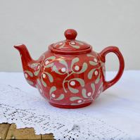 Christmas Red Mistletoe Teapot