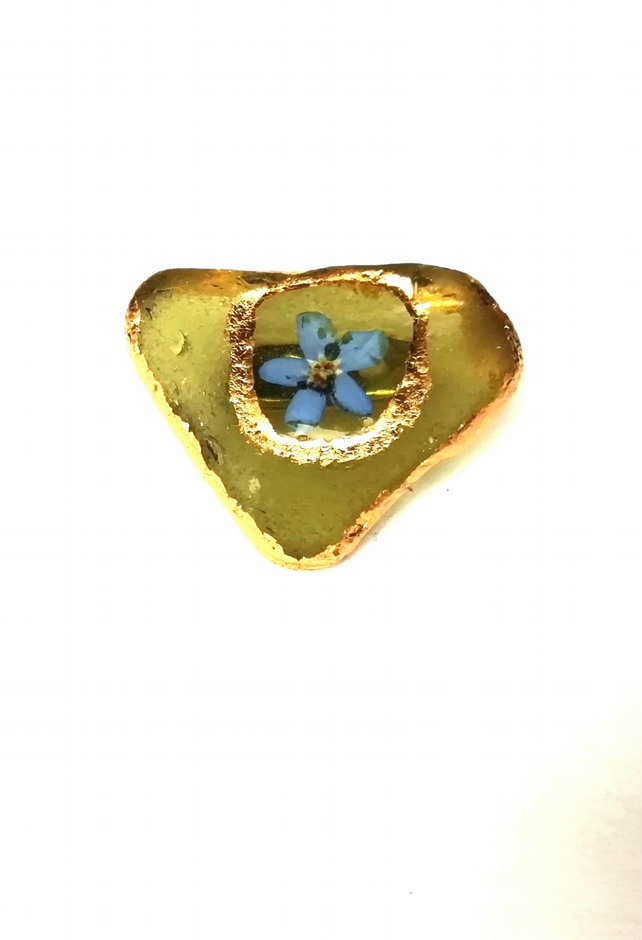 Beach glass flower brooch