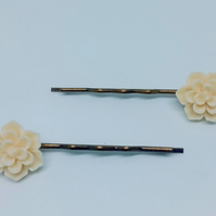 Pretty cream flower bobby pins