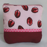 Zipped pouch for make up in pink