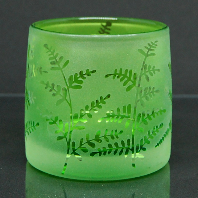 Green tealight holder with sandblasted plants design