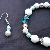 Gorgeous Snowballs and Icicles Stretch bracelet and earring set