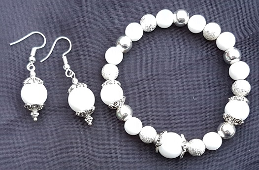 Beautiful Snow Queen stretch bracelet and earring set