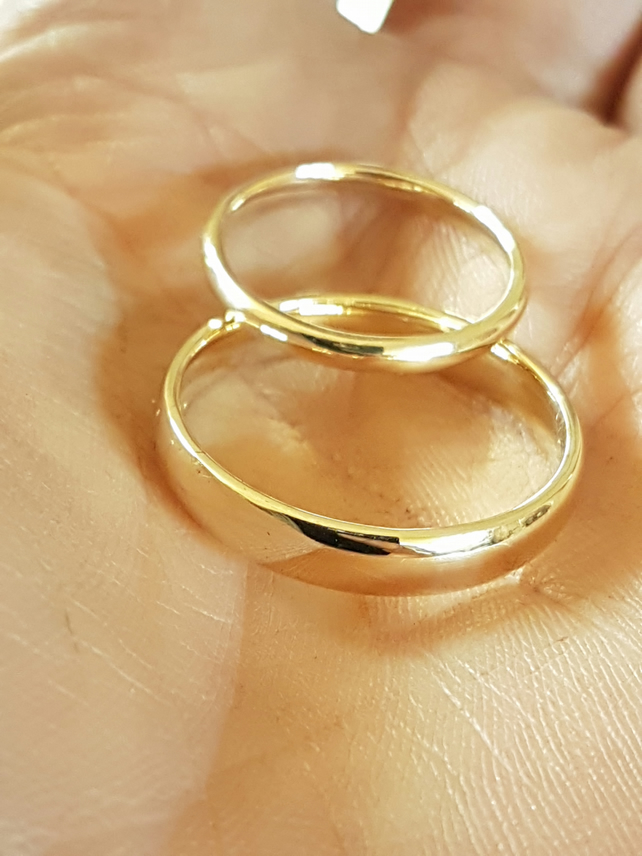 Recycled, 9 ct yellow gold wedding ring set, 2 mm and 4 mm wide, his and hers.