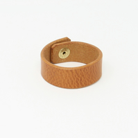 Plain leather wristband - tan