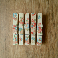 Hand made Decoupaged clothes peg fridge memo magnets set of 5, Spring flowers.