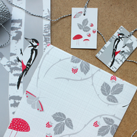 Woodpecker and Hedgerow gift wrap set