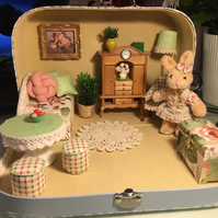 Dollhouse in suitcase miniatures